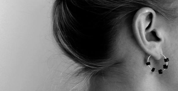 Small_silver_earring_M_model