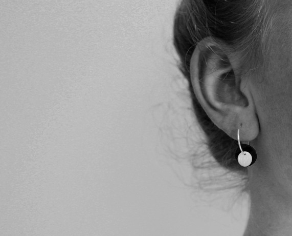 Small_sliver_earring_p_model